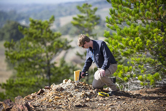 анализатор для поиска полезных ископаемых